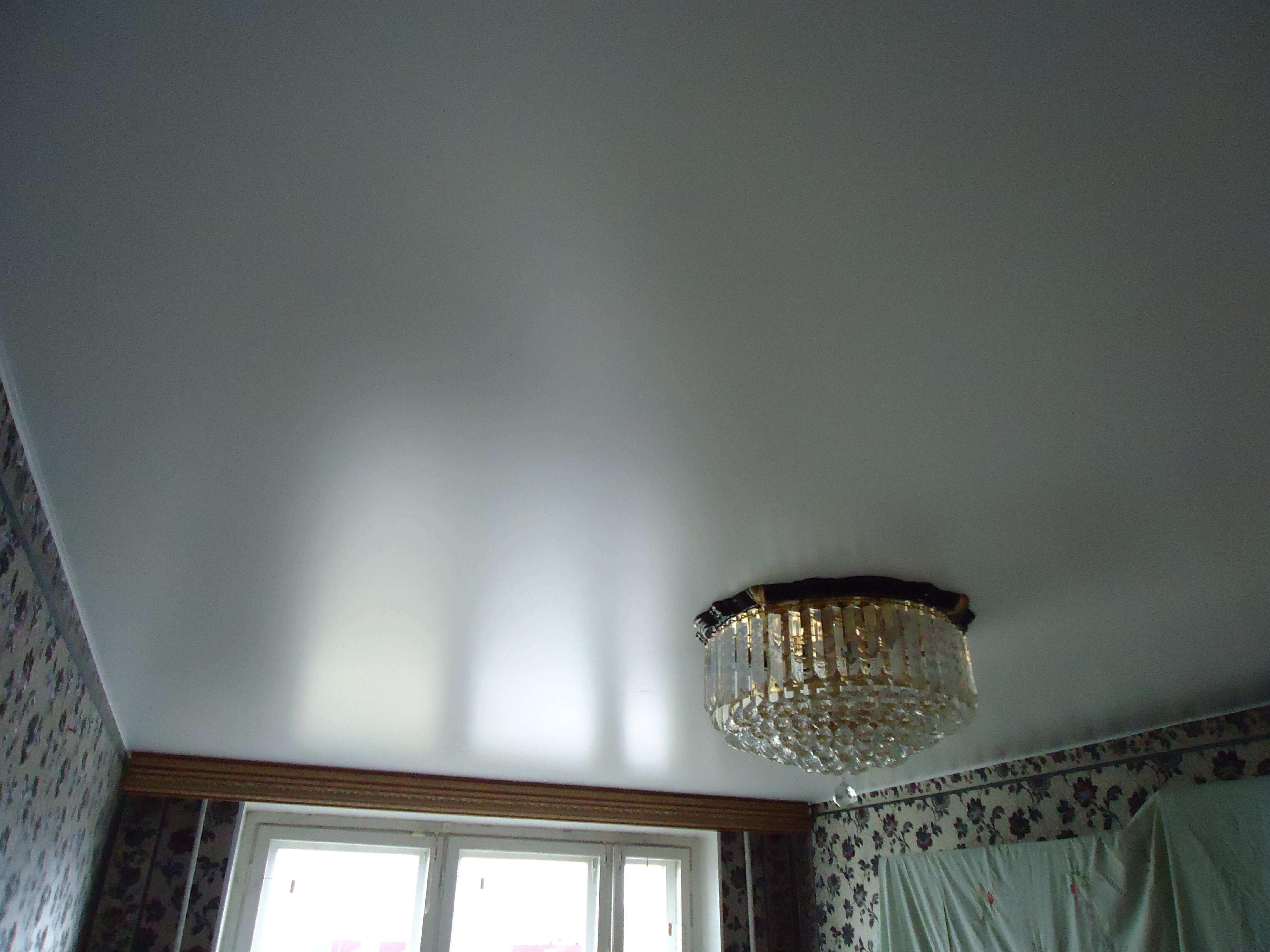 сатиновый натяжной потолок фото белый что власти
