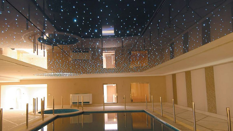 Натяжной потолок звёздное небо в бассейн
