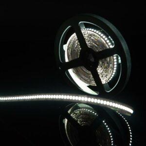 Фото лента светодиодная стандарт 3014, 240 LED/м, 24 Вт/м, 12В , IP20, Цвет: Холодный белый