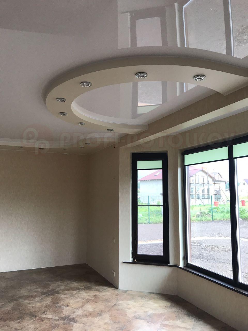 Натяжной потолок с двухуровневой конструкцией