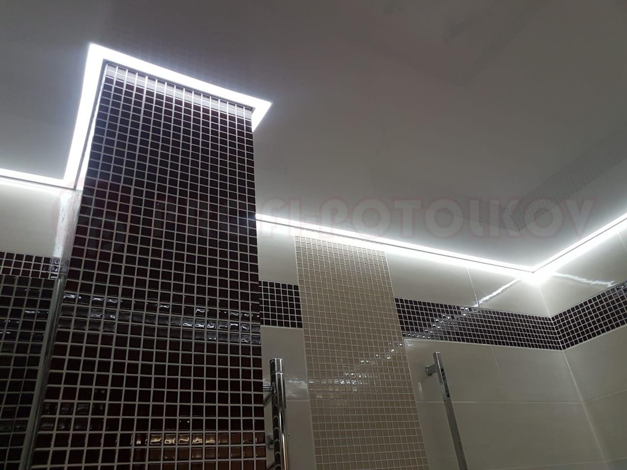 Фото натяжного потолка с контурной подсветкой